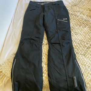Oakley Women black ski pants, size small